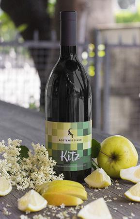 Jung, frisch, spritzig - so wie ein Jungtier präsentiert sich unser neuer Wein KITZ.